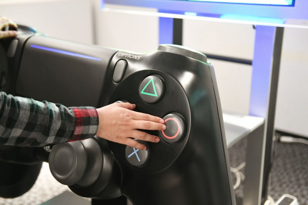 Размерчик что надо! Самый большой контроллер PlayStation 4 вмире - Изображение 2