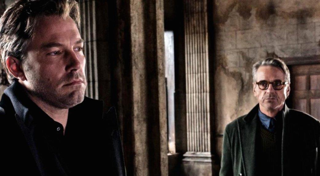 Джереми Айронс согласен с критиками насчет «Бэтмена против Супермена» - Изображение 1