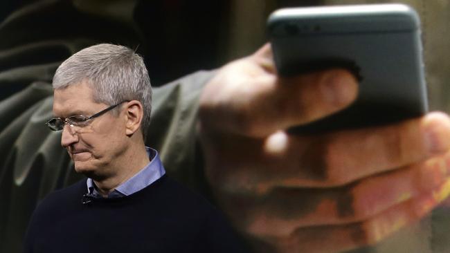 Продажи iPhone упали впервые в истории. - Изображение 1