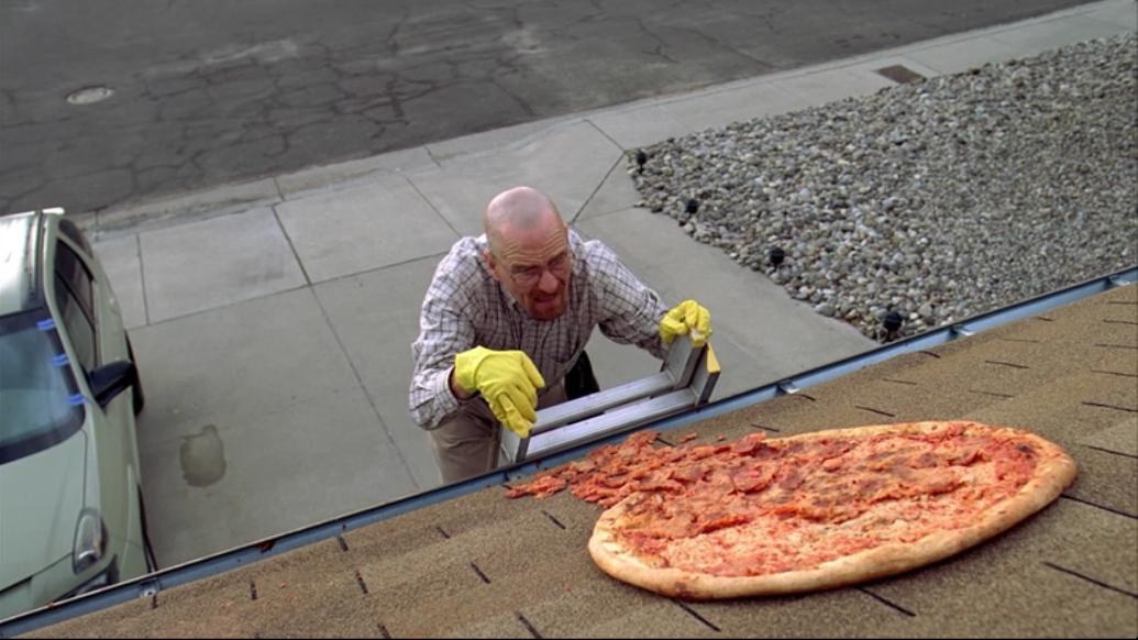 Фанаты продолжают швырять пиццы на дом Уолтера Уайта - Изображение 1