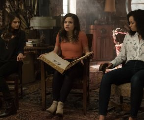 В тизер-трейлере «Зачарованных» нам показали способности трех сестер и их наставника