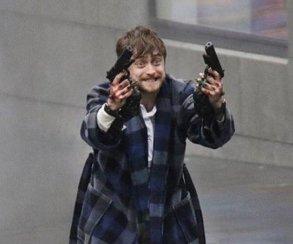 Гарри Поттер сдвумя пистолетами ивтигровых тапках моментально стал мемом