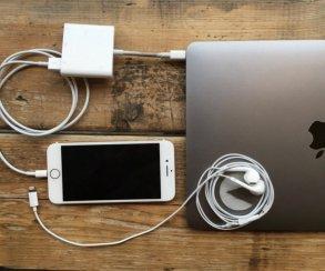 За $35 можно одновременно заряжать iPhone и слушать на нем музыку