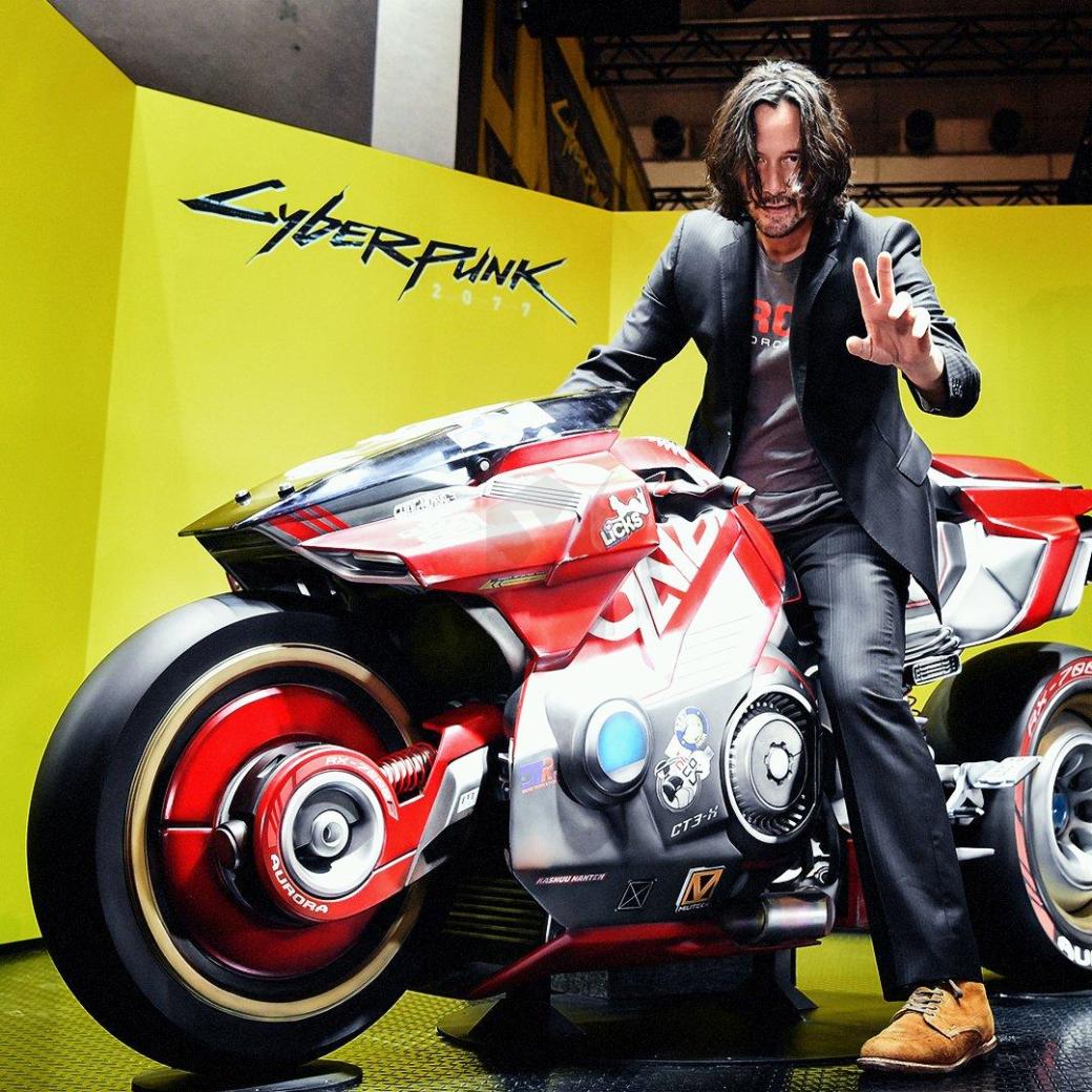 Икуми Накамура примерила ушанку имотоцикл изCyberpunk 2077 | Канобу - Изображение 1