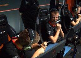 Игрок поCS:GOпри помощи жестов показал партнерам секретную стратегию