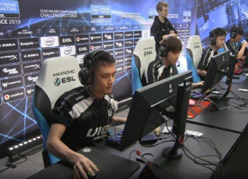 Китайский игрок поCS:GOнеобычно держит мышку. Иэто работает!