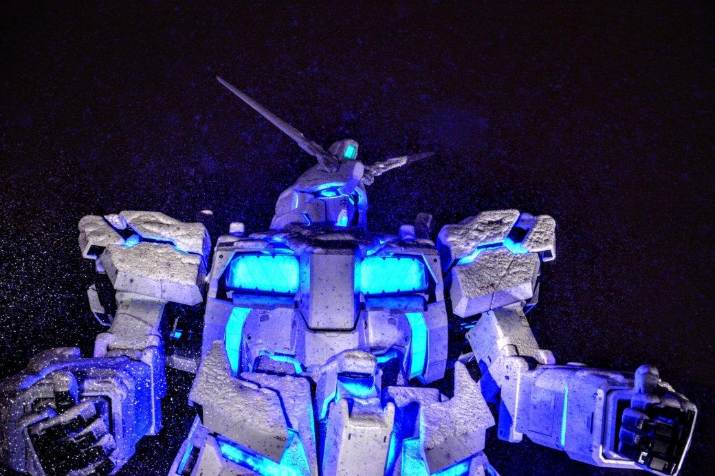 Такого выеще невидели! Японские гигантские боевые роботы вснегу. - Изображение 1