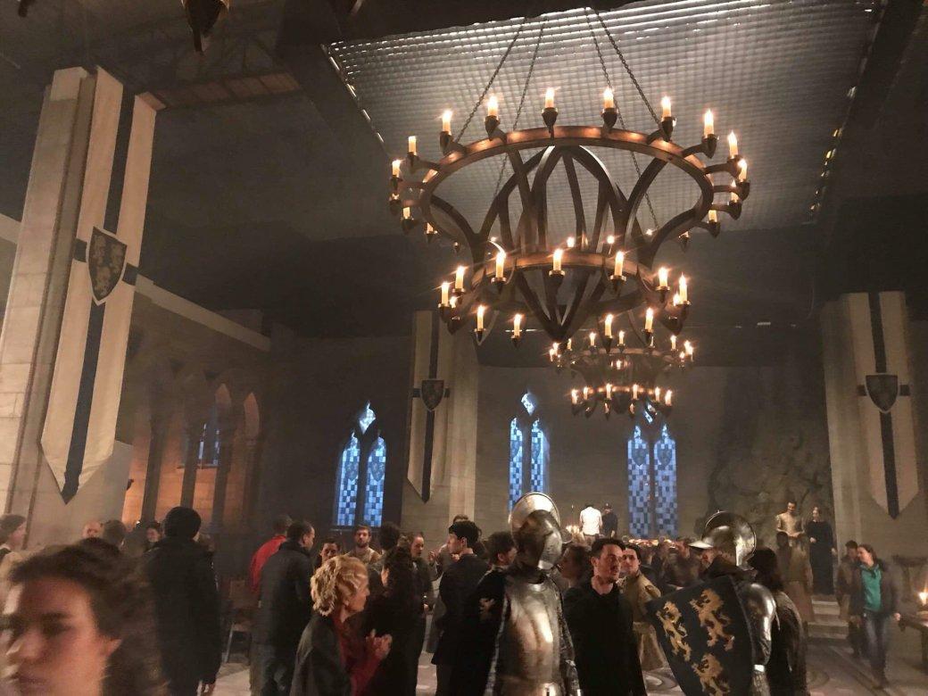 Посмотрите на шикарные декорации на новых фото со съемок «Ведьмака» от Netflix | Канобу - Изображение 2